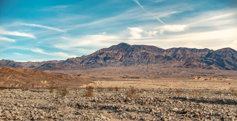 Soluppgång i dödsdalen california-öknen royaltyfri bild