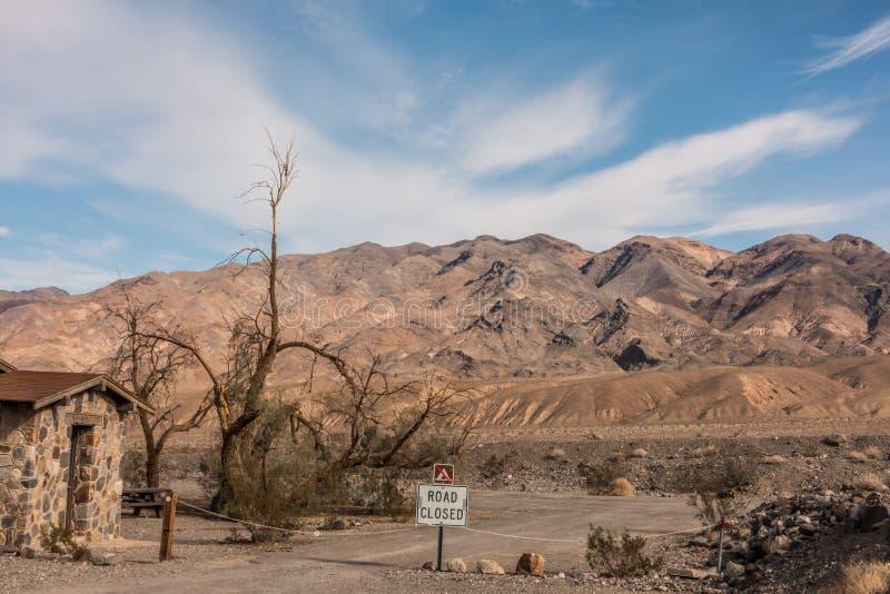 Soluppgång i dödsdalen california-öknen arkivfoto