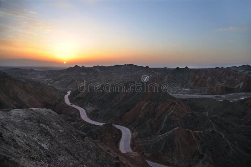 Soluppgång i danxialandform arkivbild