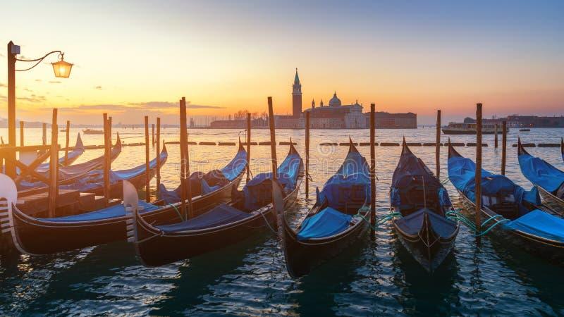 Soluppgång i den San Marco fyrkanten, Venedig, Italien kanaltusen dollar venice Arkitektur och gränsmärken av Venedig Venedig vyk royaltyfri fotografi