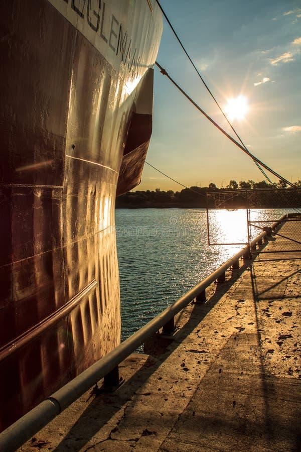 Soluppgång i Gammal-port Montreal arkivfoto