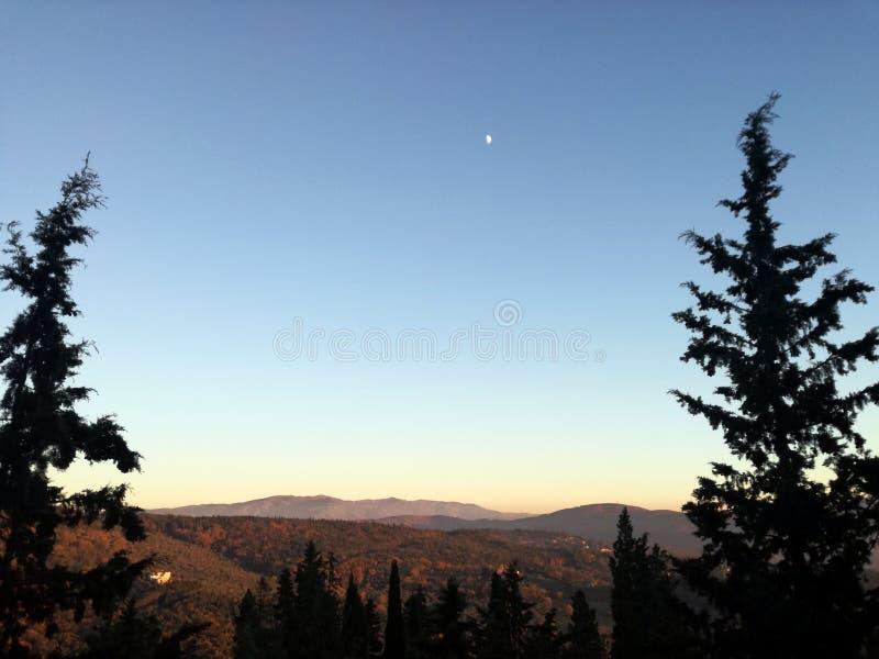 Soluppgång i Italien, Fiesole Landskap på bergen arkivfoto