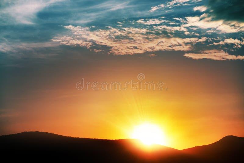 Soluppgång i moln royaltyfria bilder