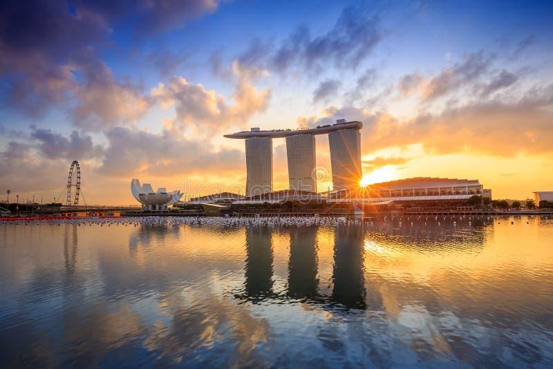 Soluppgång i morgonen på Singapore Marina Bay royaltyfri fotografi