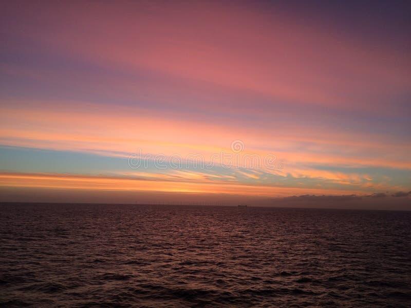 Soluppgång i Nordsjön arkivfoton