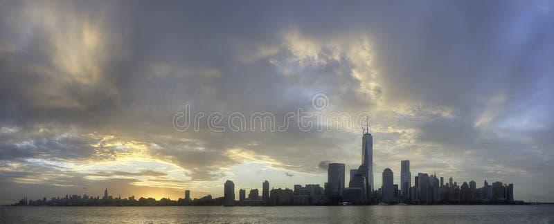 Soluppgång i NYC arkivfoton