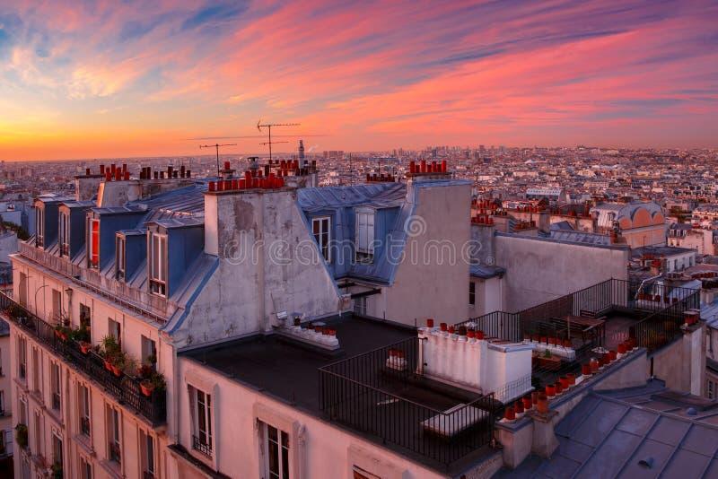 Soluppgång i Paris, Frankrike arkivbild