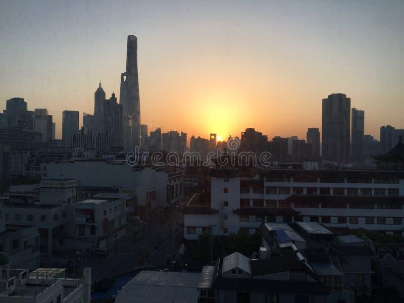 Soluppgång i Shanghai arkivfoton