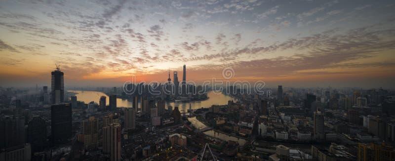 Soluppgång i Shanghai fotografering för bildbyråer