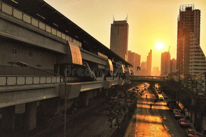 Soluppgång i staden royaltyfria foton