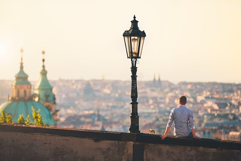 Soluppgång i staden royaltyfria bilder