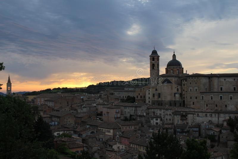 Soluppgång i Urbino royaltyfria foton
