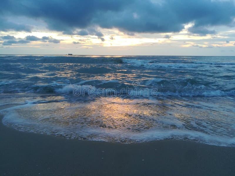 Soluppgång och hav fotografering för bildbyråer