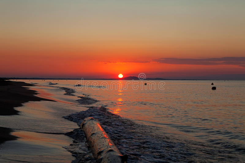 Soluppgång ovanför havet royaltyfri bild