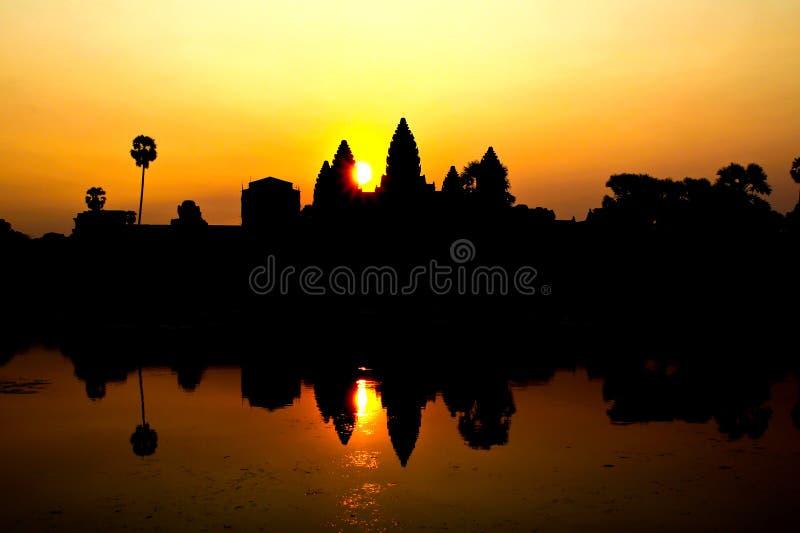 Soluppgång på Ankor Wat fotografering för bildbyråer