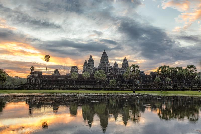 Soluppgång på Ankor Wat i Cambodja arkivbilder