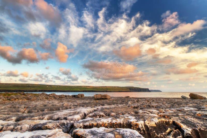 Soluppgång på Atlantic Ocean i Doolin