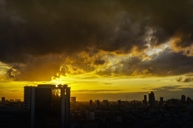 Soluppgång på Bangkok, huvudstad av Thailand royaltyfria bilder