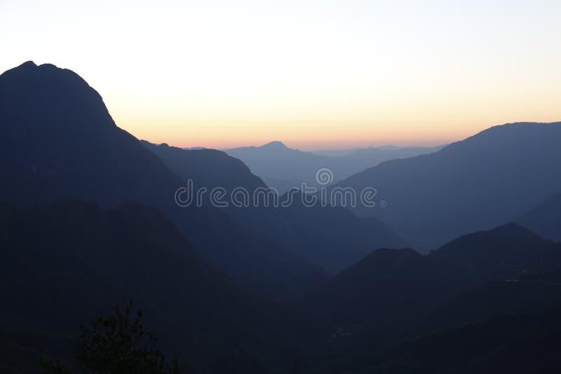 Soluppgång på berget 2 royaltyfri foto