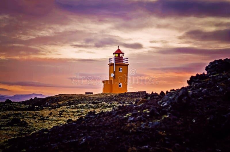 Soluppgång på den Grindavik Island fyren royaltyfri bild