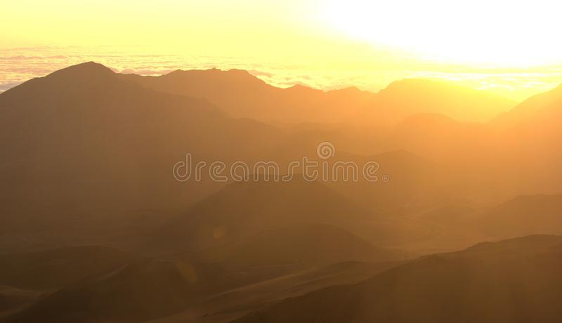 Soluppgång på den Haleakala krater arkivfoto