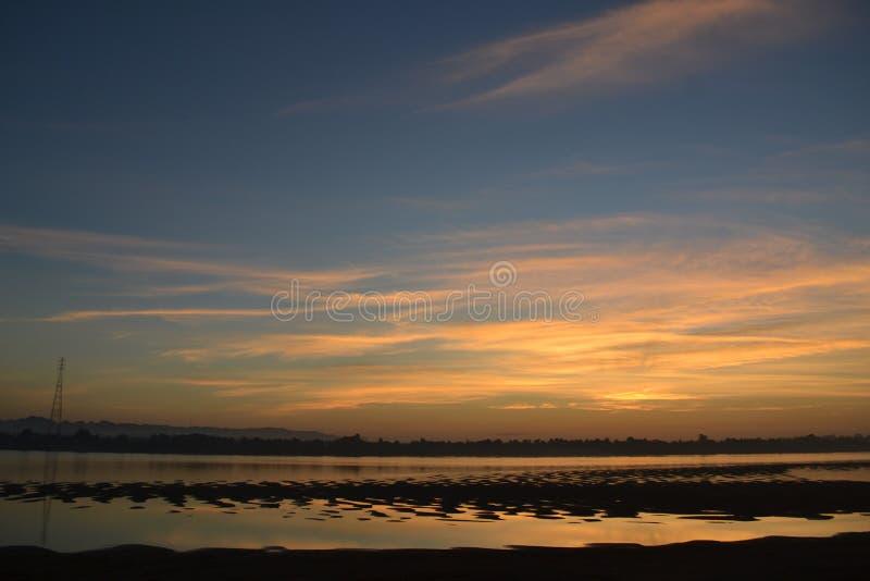 Soluppgång på den Khong floden arkivfoto