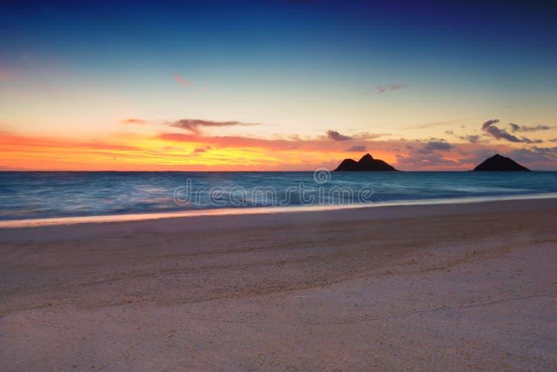 Soluppgång på den Lanikai stranden, royaltyfria bilder
