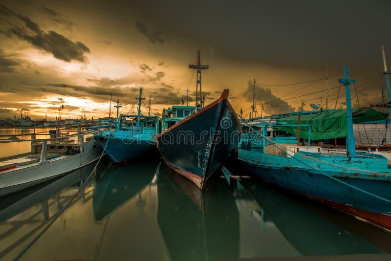 Soluppgång på den Paotere hamnen arkivbild