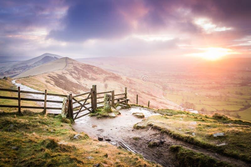 Soluppgång på den stora Ridgen i det maximala området, England royaltyfri fotografi