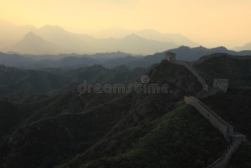 Soluppgång på den stora väggen av Kina royaltyfri bild
