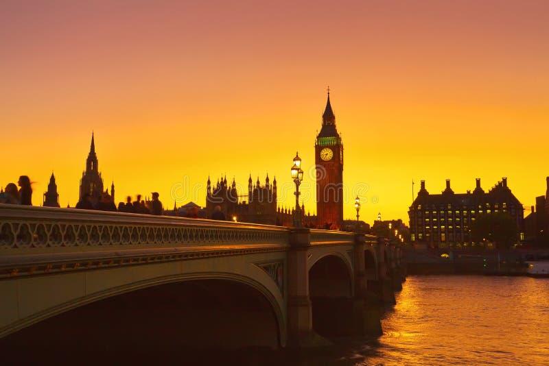Soluppgång på den Westminster bron, London arkivfoton
