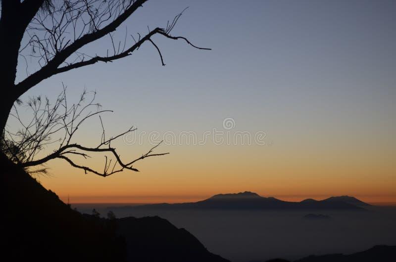 Soluppgång på det Bromo berget arkivfoton