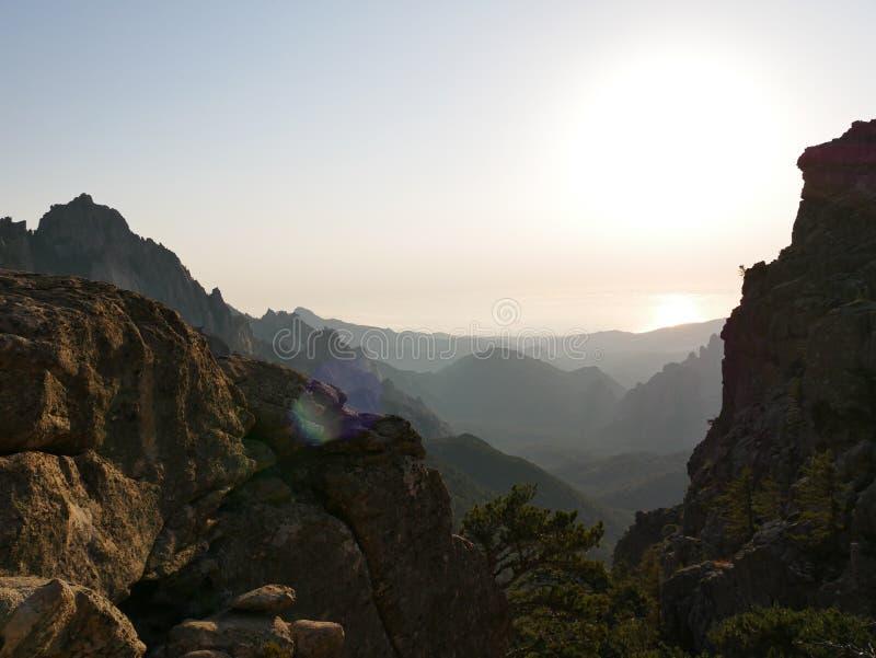 Soluppgång på det korsikanska berget royaltyfria foton