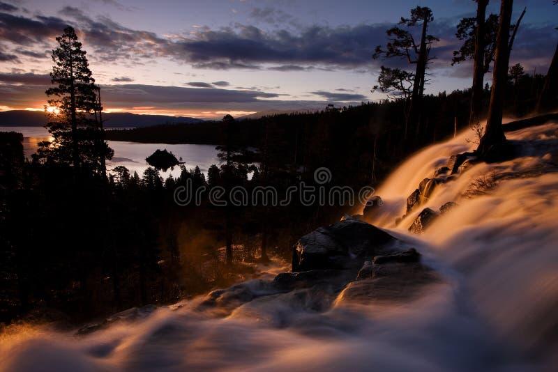 Soluppgång på Eagle Falls och Emerald Bay, Lake Tahoe, Kalifornien fotografering för bildbyråer
