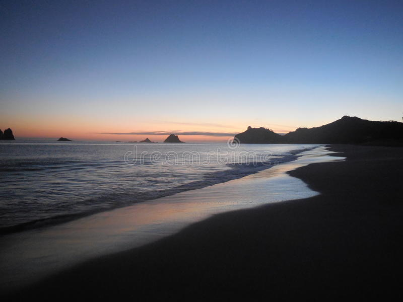 Soluppgång på Hahei fotografering för bildbyråer