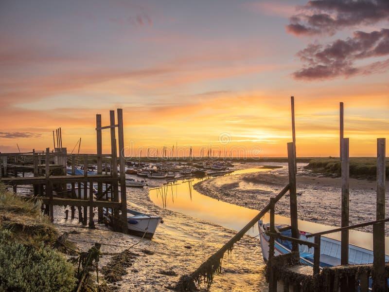 Soluppgång på Morston Norfolk royaltyfri foto