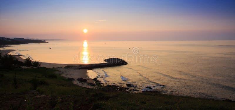 Soluppgång på Mui Ne Beach royaltyfri fotografi