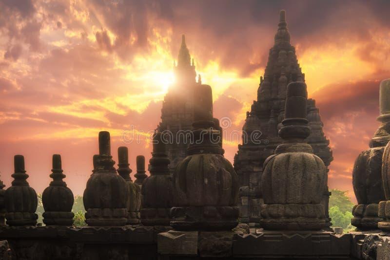 Soluppgång på Prambanan den hinduiska templet Centrala Java, Indonesien arkivbilder