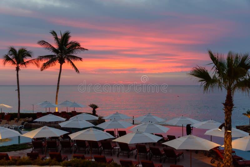 Soluppgång på semestersemesterorten i Cabo San Lucas, Mexico royaltyfria bilder