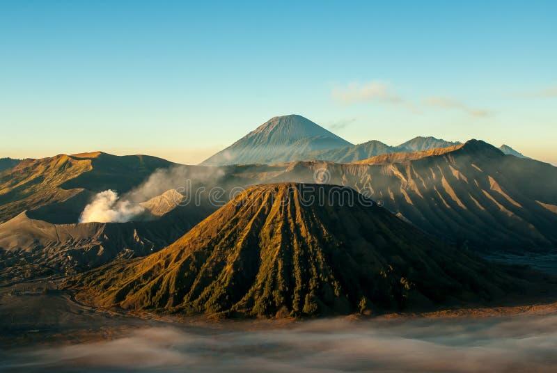Soluppgång på vulkanmonteringen Bromo arkivbilder