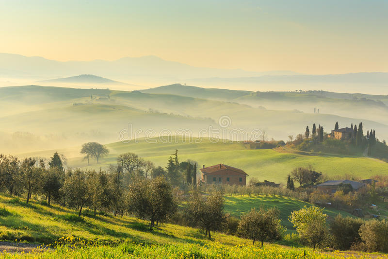 soluppgång tuscany arkivfoto