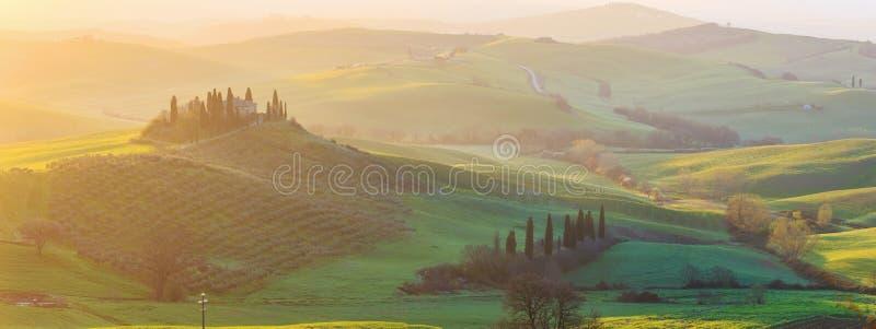 soluppgång tuscany royaltyfri fotografi