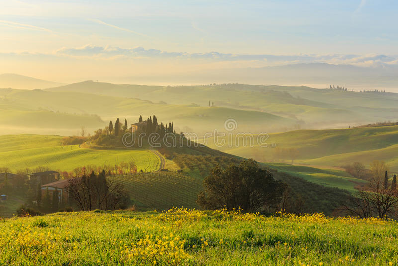 soluppgång tuscany royaltyfri foto