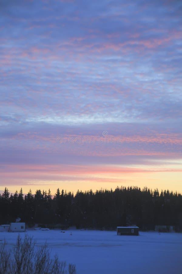 Soluppgång 10am Yellowknife royaltyfria foton