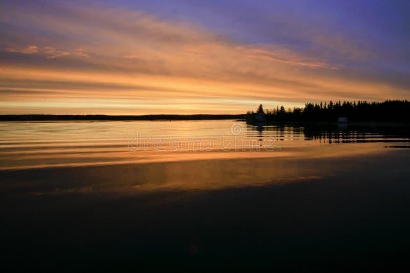 Soluppgång Yellowknife fjärd. arkivbilder