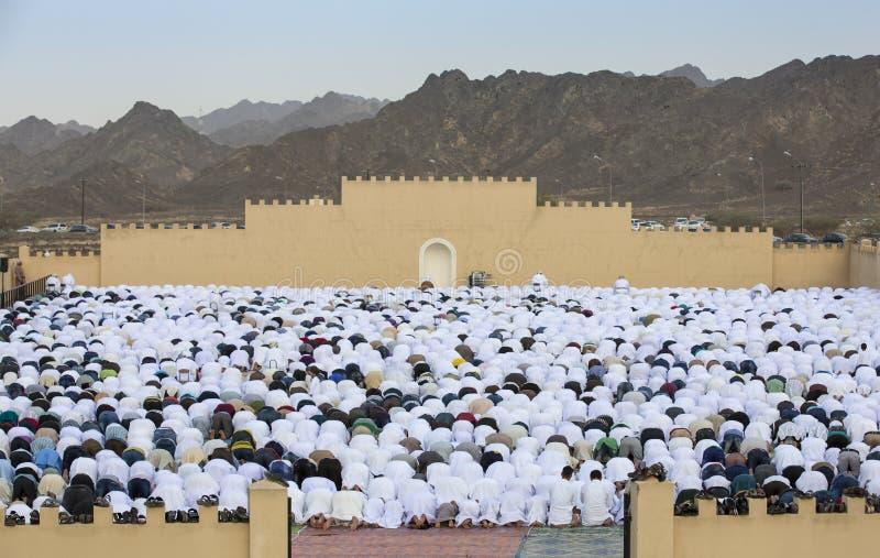 Soluppgångbönen i början av Eid, muslim semestrar efter en månad arkivbilder