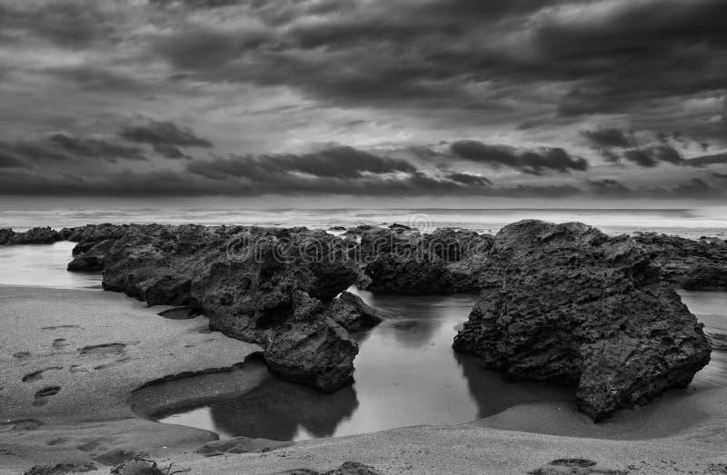 Soluppgånglandskap av havet royaltyfria foton