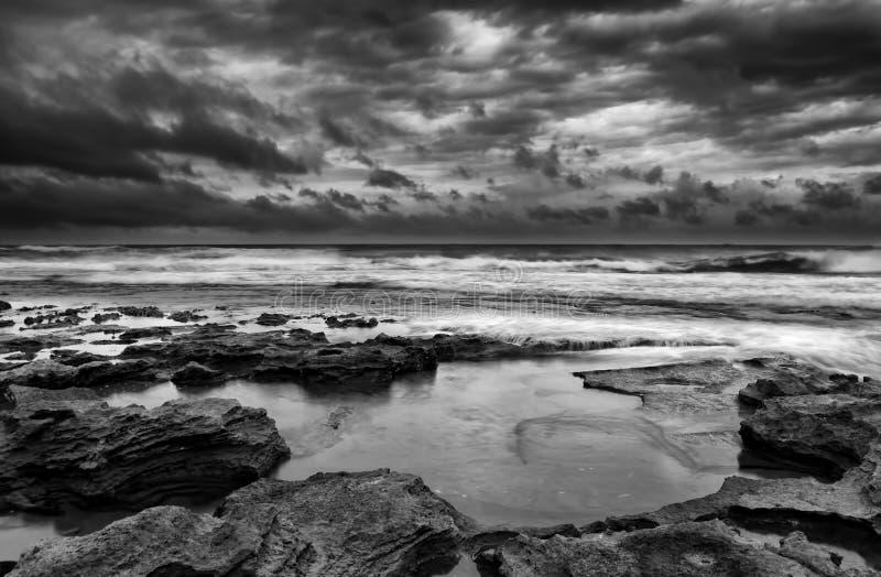 Soluppgånglandskap av havet royaltyfria bilder