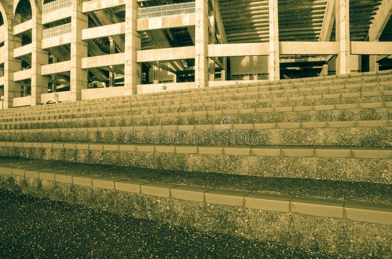 soluppgångmorgon på trappan av fotbollstaduim royaltyfri fotografi