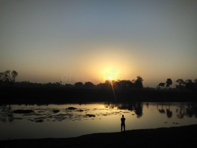 Soluppgångmorgontid och natureview arkivfoton